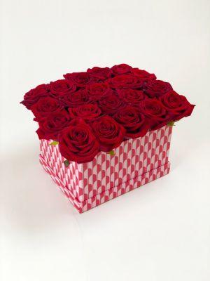boîte remplie de roses rouges