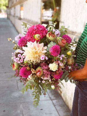 bouquet de roses de jardin, dahlias etc. - Fleuriot