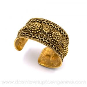 Chanel 1970s vintage cuff in gold metal