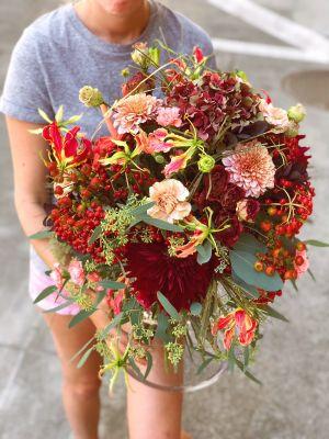 bouquet rond style champêtre dans les tons automnales - Fleuriot
