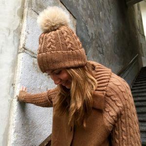 Bonnet avec pompon en alpaga